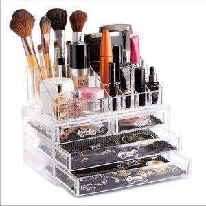 🎀 Cosmetic Storage Organizer Clear Brand New🎀